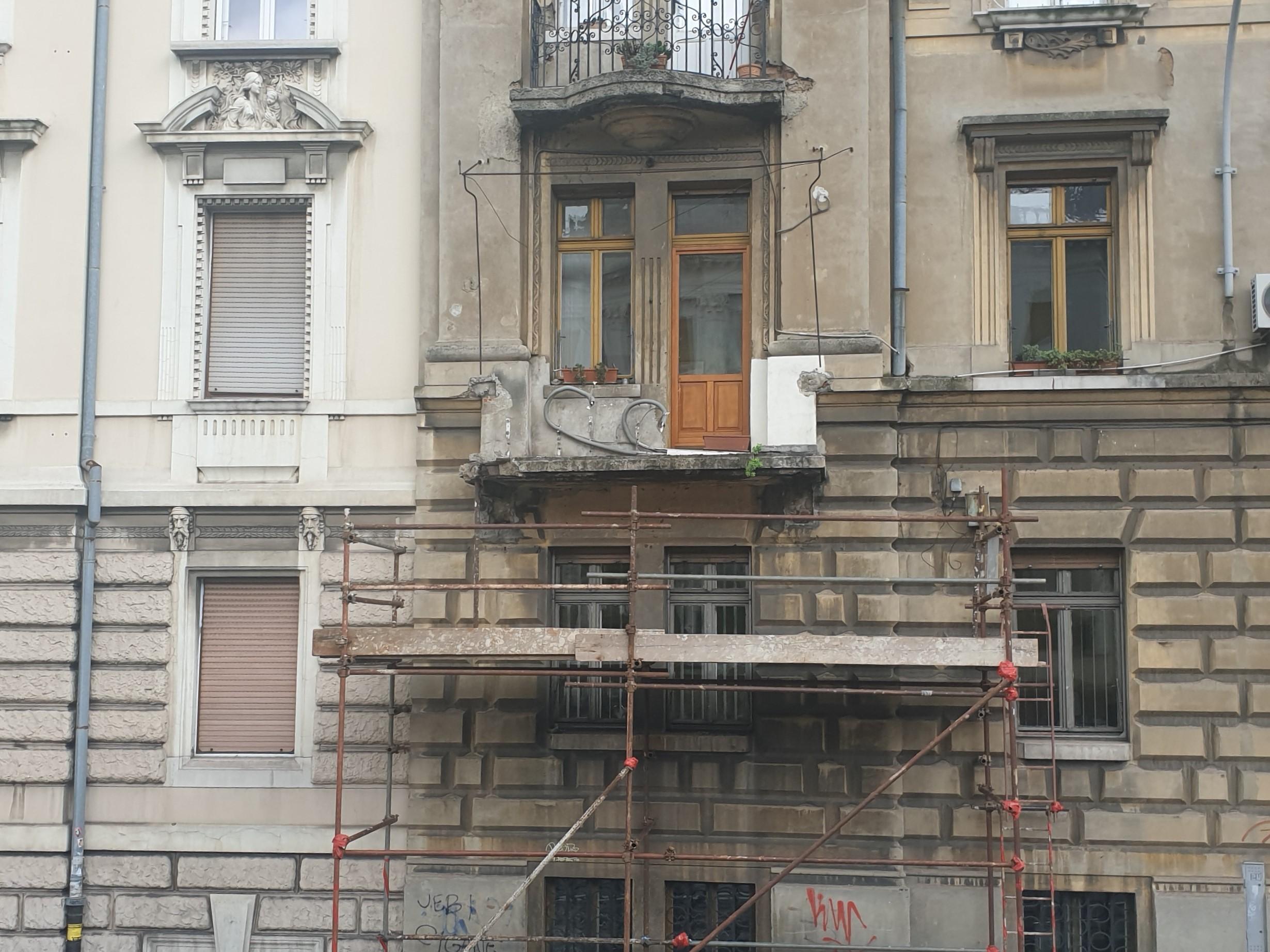 U tijeku je sanacija uličnog balkona na adresi Žrtava fašizma 15 u Rijeci (Brajda-Dolac)