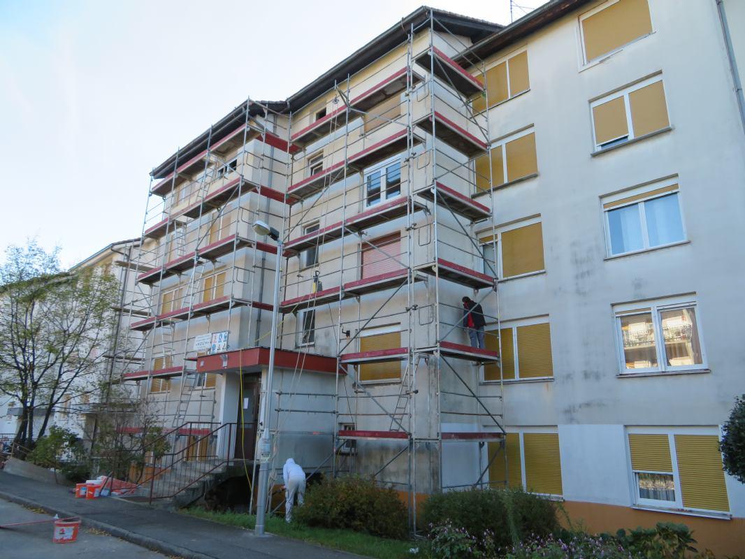 U tijeku je postava skele oko zgrade na adresi Frkaševo 6 u Rijeci (stambeni niz 4-6, Drenova)