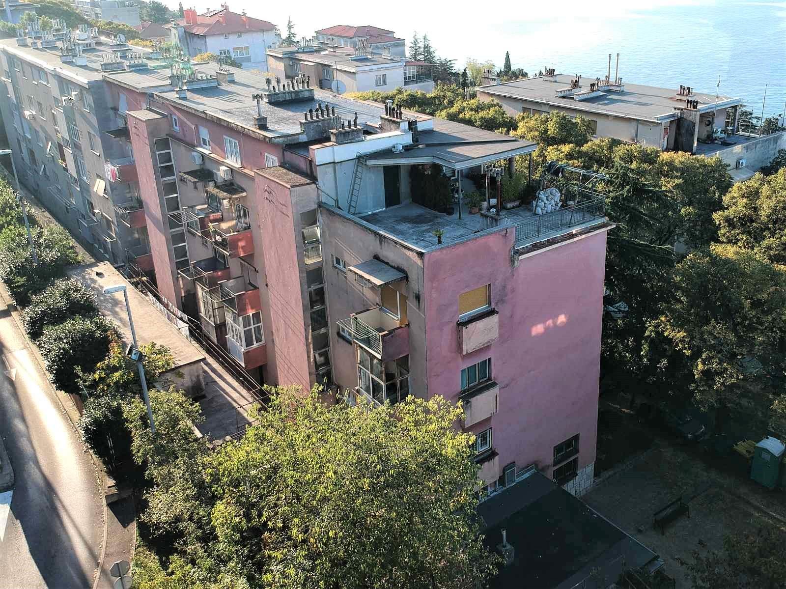 Započela je obnova ravnog krova i krovne terase na adresi Janka Polića Kamova 73 u Rijeci (Pećine)